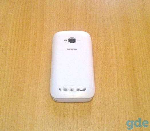 Смартфон Nokia Lumia 710 White. LCD-экран 3.7