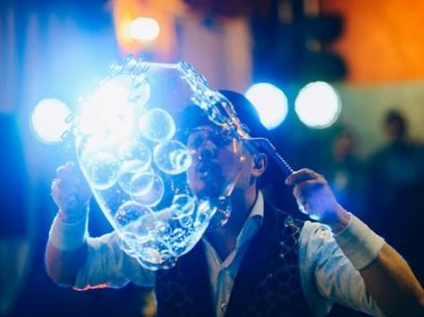 Шоу гигантских мыльных пузырей на свадьбу, фотография 5