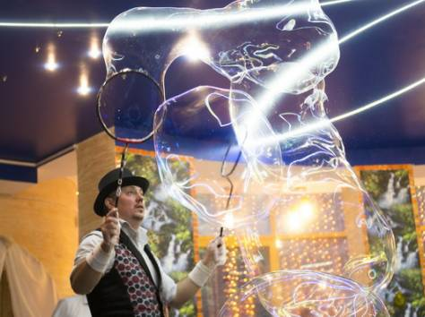 Шоу гигантских мыльных пузырей на свадьбу, фотография 7