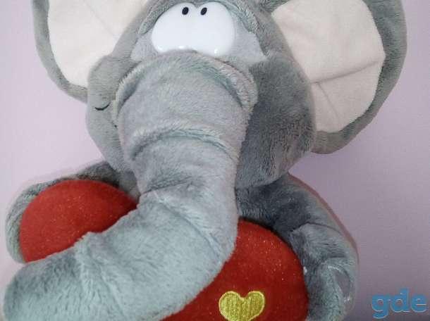Влюбленный слоник, фотография 1