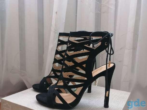 Босоножки на каблуке, фотография 1