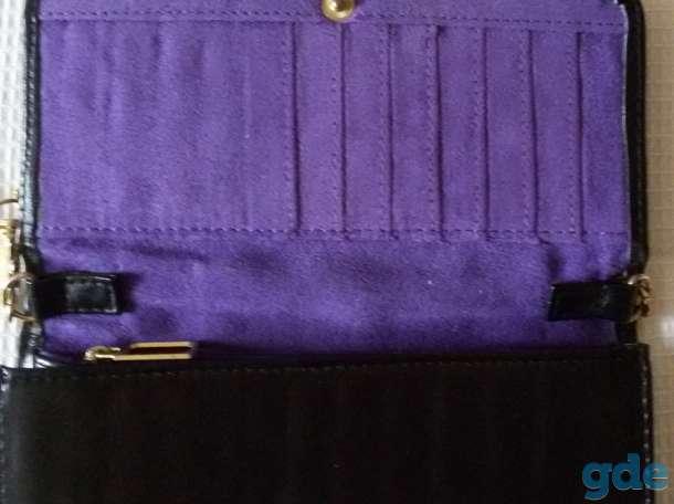 Сумка черная на кнопке и золотистом ремешке, новая, фотография 4